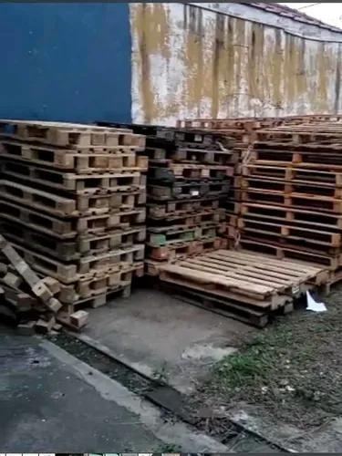 Paletes de madeira descartável e pbr