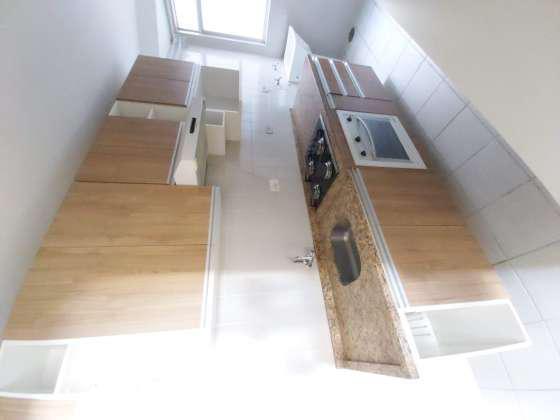 Apto com 2 quartos, armarios, closet, cozinha montada e vaga