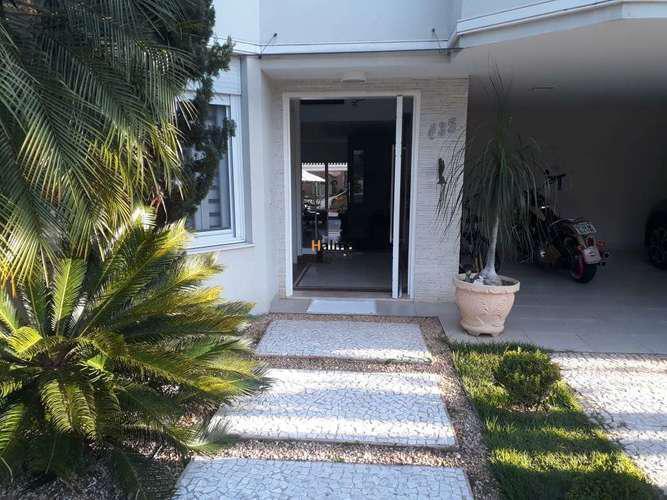 Belíssima casa em condomínio fechado alphaville para venda