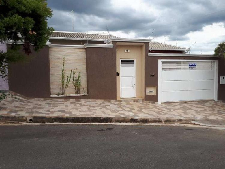 Casa de 150 metros quadrados no bairro residencial santa