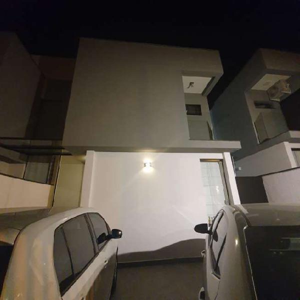 Casa para venda com 110 metros quadrados com 3 quartos em
