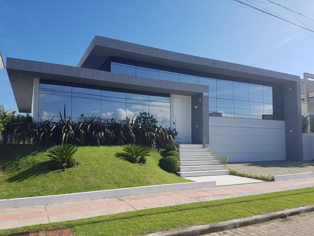 Casa para venda com 449 m², 4 suítes em jurerê