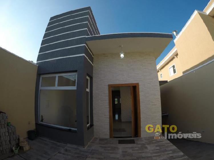Casa para venda tem 205 metros quadrados com 3 quartos em