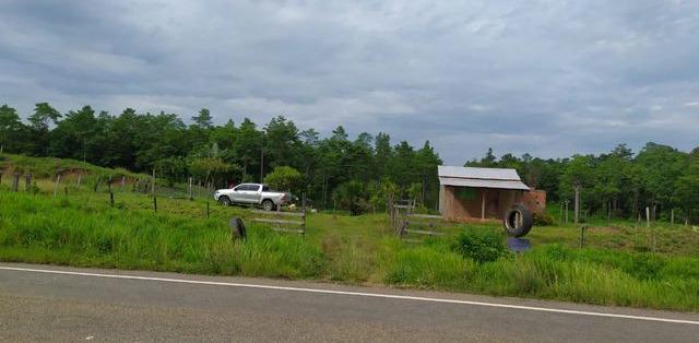 Fazenda na br-364, a 25 km de feijo na beira da estrada