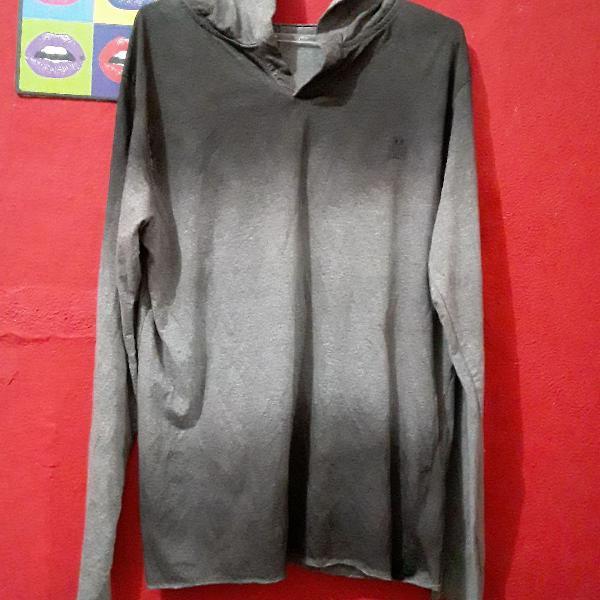 Camiseta manga longa com capuz