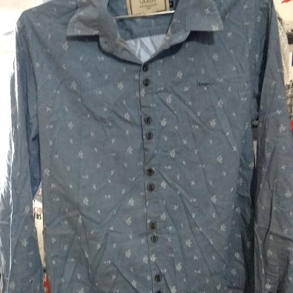 Camisa masculina na cor azul