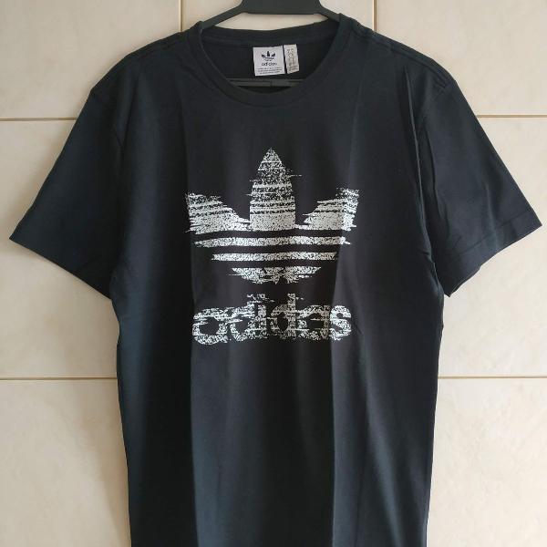 Camiseta adidas originals traction trefoil preta