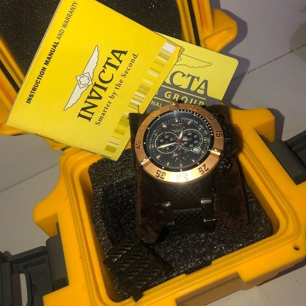 Relógio invicta preto com dourado