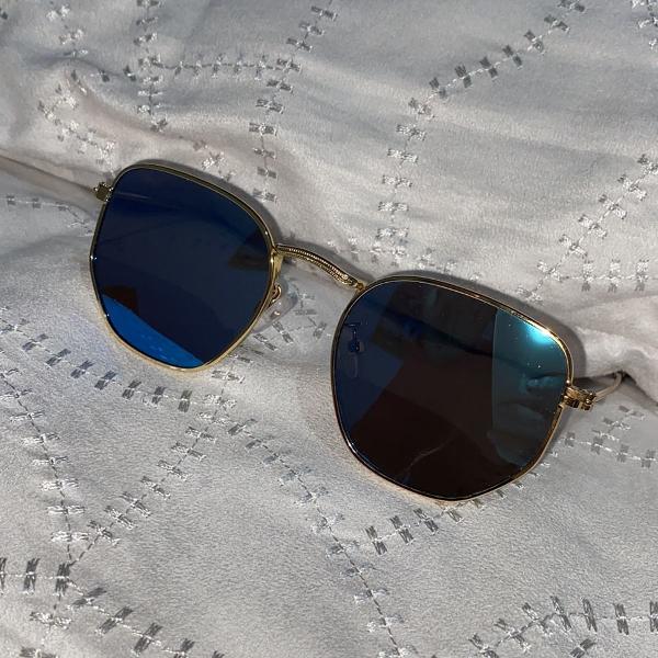Culos de sol hexagonal azul com dourado