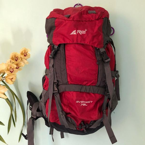 Mochila backpack 70 litros com muitos bolsos, compartimentos