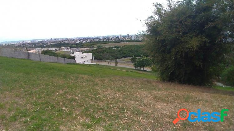 Lindo terreno de 1388m² - declive - condomínio fechado - Urbanova