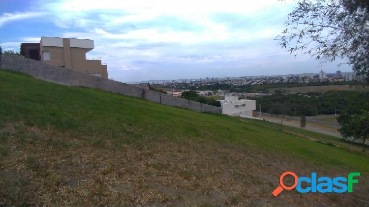 Lindo terreno de 1388m² - declive - condomínio fechado - Urbanova 2
