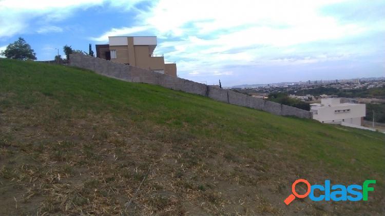 Lindo terreno de 1388m² - declive - condomínio fechado - Urbanova 3