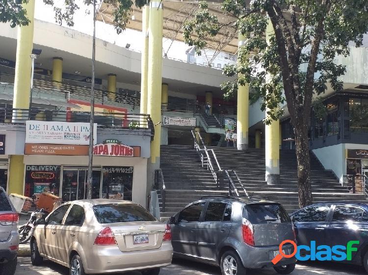 Local comercial c.c piazza 67 metros