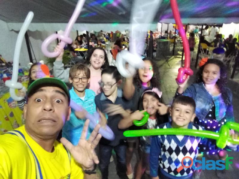 Animador de festa com atividades divertidas 2