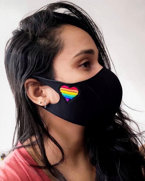 Máscara facial em neoprene 2mm bordada
