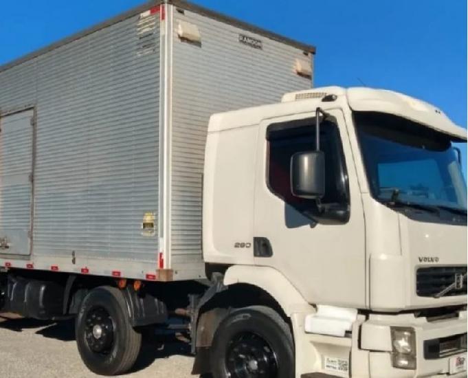 Volvo vm260 bitruck baú