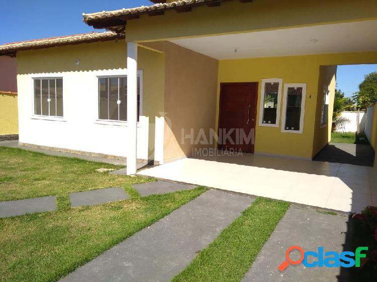 Casa com 3 dormitórios por r$ 420.000 - flamengo - maricá/rj