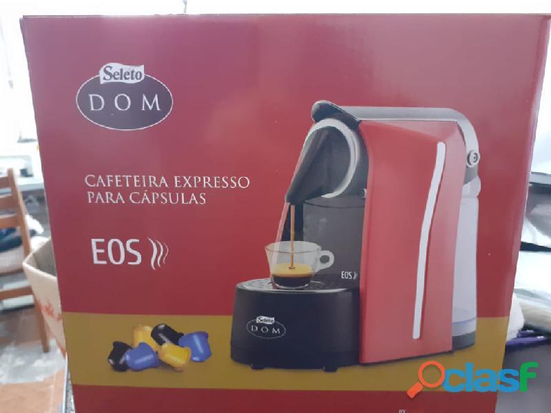 Cafeteira Expresso para capsulas EOS DOM