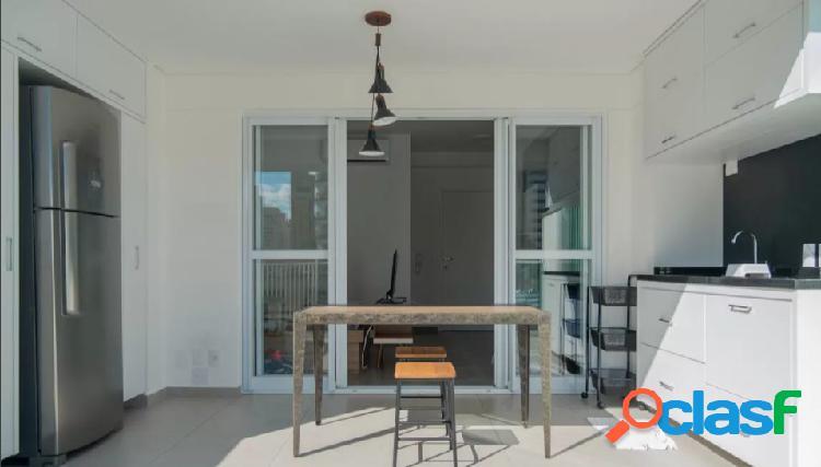 Studio com 44m², varanda ampla e totalmente mobiliado em pinheiros