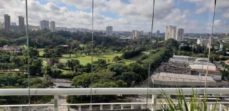 Maravilhoso apartamento com vista para o golf club em santo