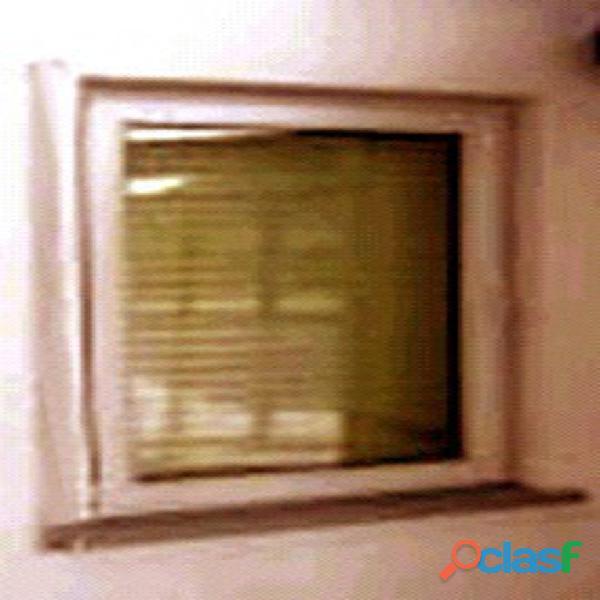 Janela de PVC sem vidro cor cinza claro