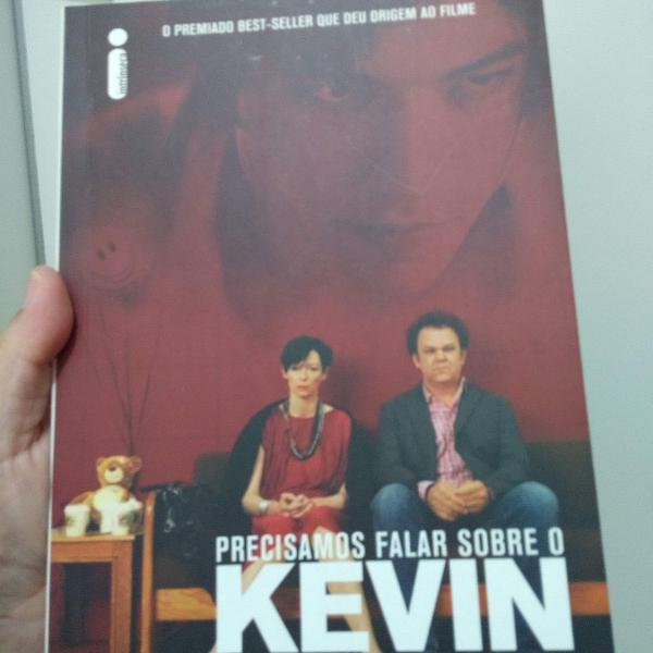"""Livro """"precisamos falar sobre o kevin"""""""