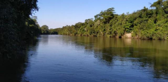 Terreno pesqueiro fundos para o rio aquidauana