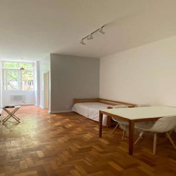 Apartamento em ipanema, com dois quartos, pronto para morar.