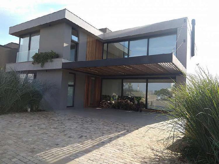Casa semi mobiliada de alto padrão com 340 m² e pé
