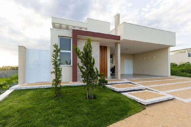 Casa para venda possui 300 metros quadrados com 3 quartos em