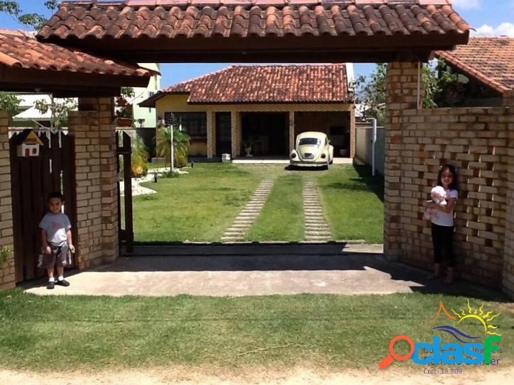 Linda casa térrea 3 dormitórios sendo 1 suíte à venda bem localizada no rio vermelho - praia do moçambique em florianópolis - santa catarina - brasil.