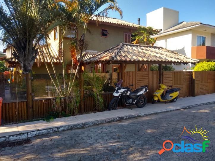 Linda casa à venda no campeche - praia do campeche - florianópolis - santa catarina - brasil.