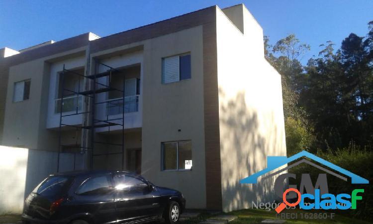 Casa em condomínio 3 dormitorios sendo 1 suite com quintal amplo
