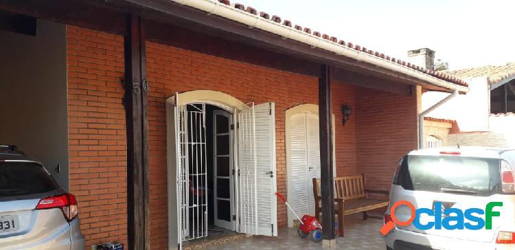 Casa ampla- 3 dormitorios - pé na areia - próx centro de itanhaém s/p