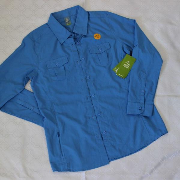 Camisa azul esportiva