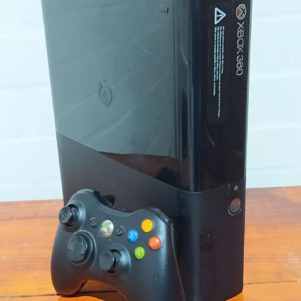 Xbox 360 super slim 4gb com 12 jogos