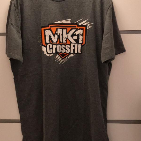 Camiseta cinza com estampa na frente e atrás tamanho gg