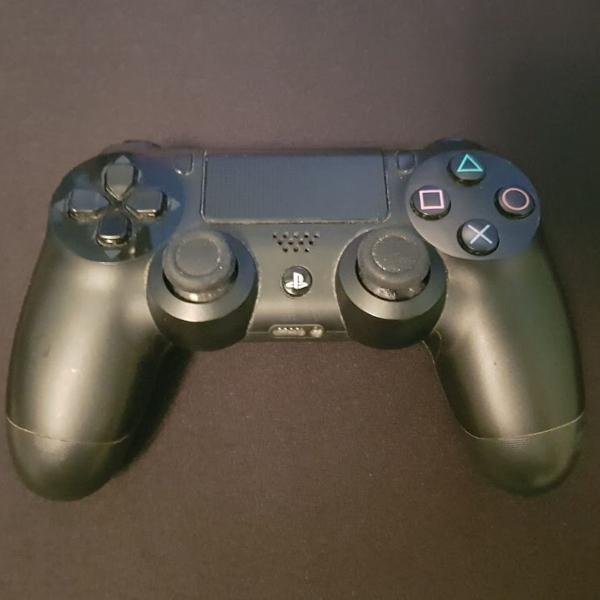 Playstation 4 com 2 jogos mídia física