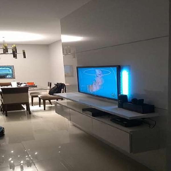 03 quartos finamente montado na quadra do mar de itapoã