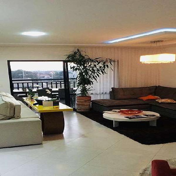 Belo apto de 152 m2, localização privilegiada!