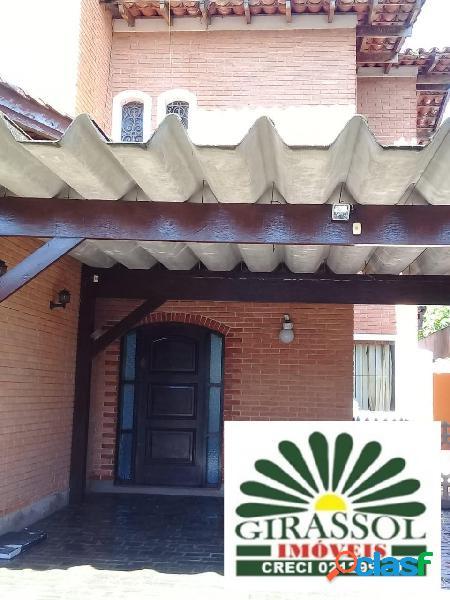 Belíssima chácara em condomínio fechado