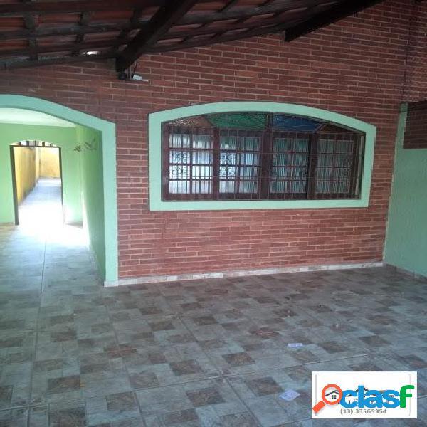 Casa térrea para venda em bairro excelente. 300 metros da praia