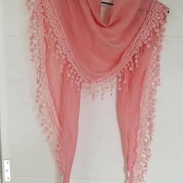 Lenço rosa triangular com borda bordada
