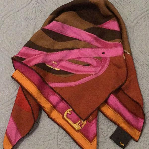 Lenço de seda fendi original