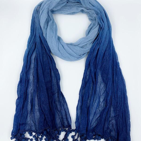 Lenço feminino com degradê e franjas azul
