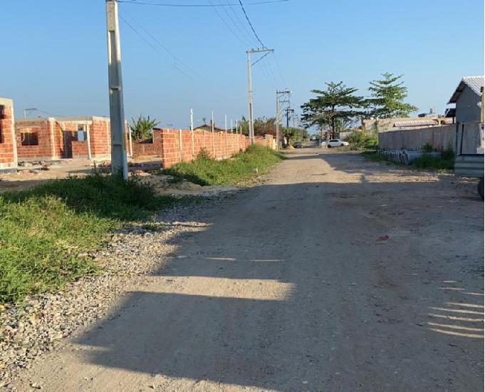 Excelentes terrenos localizados na rua 61 (um ao lado do out