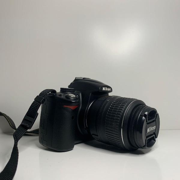 Máquina digital nikon d5000 + bonus lente nikon af-s nikkor