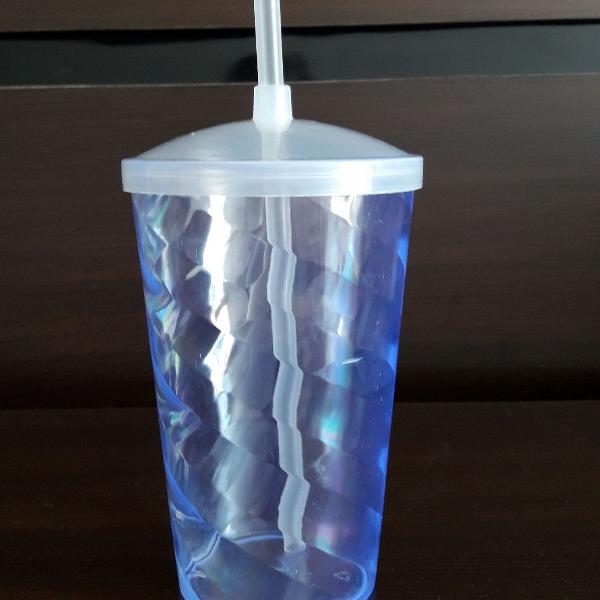 Copo transparente com tampa e canudo