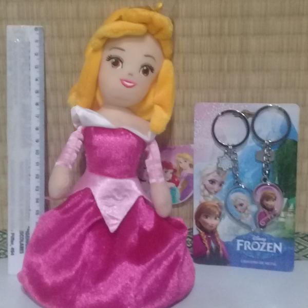 Boneca de pano da aurora - princesas da disney + chaveiro